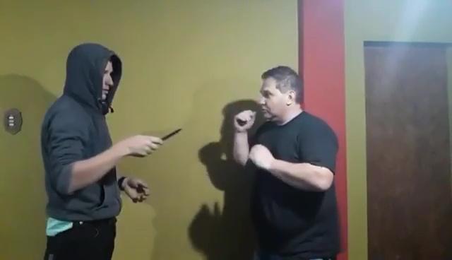 [VIDEO] Clase de autodefensa termina mal frente a las cámaras... ¡No vas a creer lo que pasó!